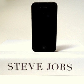 RichNeeleyDesigns - Steve Jobs Biography Book Dock Charger for iPhone and iPod