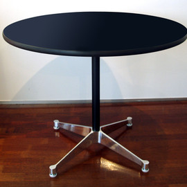 Herman Miller / Charles & Ray Eames - Contract Base Table round