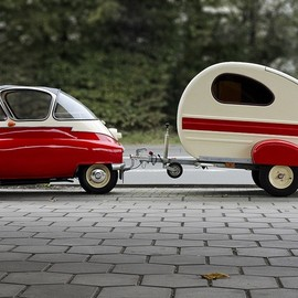 BMW Isetta and trailer with matching two-tone paint