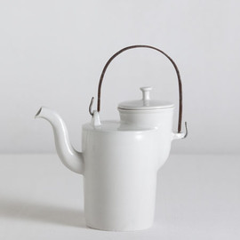Matthias Kaiser - Bauhaus teapot with iron handle