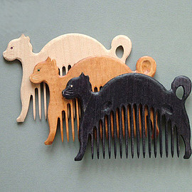 ArtGiftStoreEcoToys - Wooden Comb Cat Hand Carved Natural