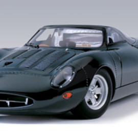 AUTOart - 1:18 JAGUAR XJ13 1967 Le Mans Prototype Car (RACING GREEN)