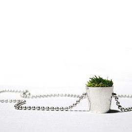 HAF by Hafsteinn Juliusson  -  Growing Necklace  苔ネックレス