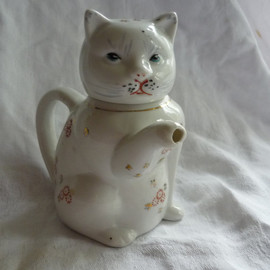 So Cute Cat Individual Tea Pot or Creamer