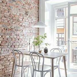 Brick Walls - Dining Room Decor