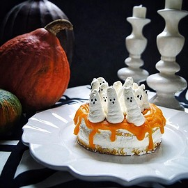Halloween ghost pumpkin cake