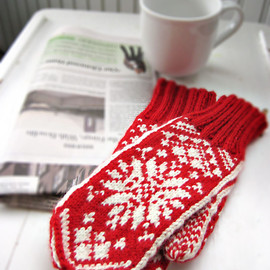 BirdaKnits - Mittens in Traditional Scandinavian Snowflake