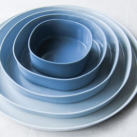 Designlump - blue square and round ceramic dishes