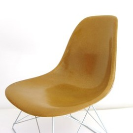 Herman Miller - Eames Side Shell Chair (camel brown)