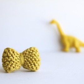 Luulla - Bow ring knitted in chartreuse: READY TO SHIP