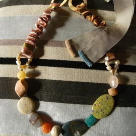 tarubitwu - stone necklace