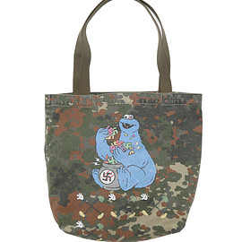 NADA. - German camo tote bag