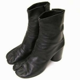 Maison Martin Margiela Split Toe Wooden Tabi Boot  (Black)