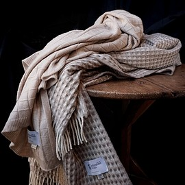 Johnstons - CASHMERE GRID TEXTURE THROW