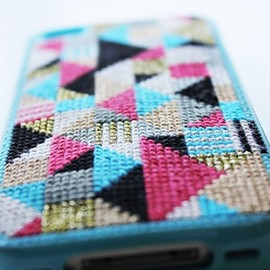 DIY OR DIE - Iphone cover embroidery