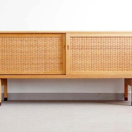 bellbet - Sideboard RY26(Oak) / Hans J. Wegner http://www.bellbet.net/collection2/247.html