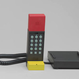 Enorme - Ettore Sottsass. Enorme Telephone. 1986