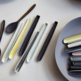 Nathalie Lahdenmäki - A collection of ceramic spoons