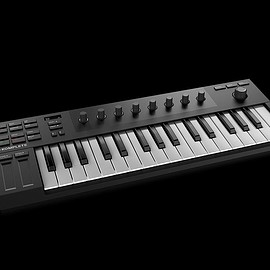 NATIVE INSTRUMENTS - KOMPLETE KONTROL M32