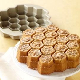 WILLIAMS SONOMA - Nordic Ware Honeycomb Cake Pan