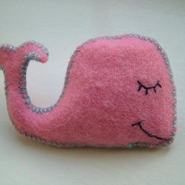 Luulla - Pink Whale Pin - Hand Stitched Cute Felt Brooch - Pamela the Whale a Hoobynoo World Character