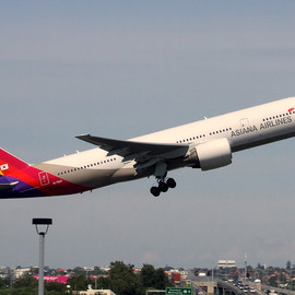 Asian Airlines - Asiana Boeing B772