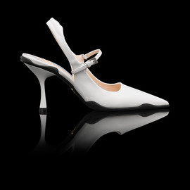 PRADA - SS2014 BRUSHED CALF LEATHER MARY JANE POINTY PUMP LACQUER CHALK+BLACK