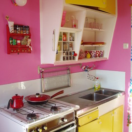 Kitchen in Pantone 'Honeysuckle' color