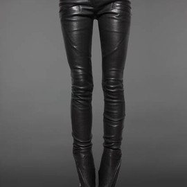 BALMAIN - LEATHER BIKER STYLE TROUSERS WITH ANKLE ZIP AND GOLDEN POCKET DETAIL