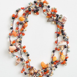 ヨーガンレール - Crocheted silk necklace with shells, bamboo, wood, horn, agate, coral, onyx and turquoise beads