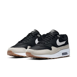 NIKE - Air Max 1 - Black/Sail/White/Gum Light Brown?