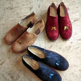 TALKING ABOUT THE ABSTRACTION - TATA / Suede Slip on