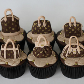 LOUIS VUITTON - CUPCAKE