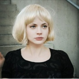 blond bob/hairstyle