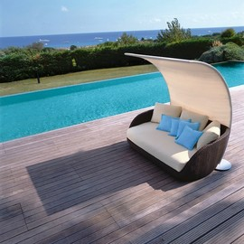 Calypso Swivel Lounge Chair
