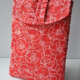 Luulla - Red poppies padded ipad 2 pouch with ruffe