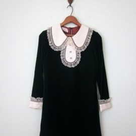 This is the most beautiful velvet dress I've ever seen. The collar is stunning!