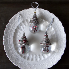 "Christmas Tree  "" Snow Globe "" Ornament Set"