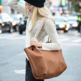 That beanie, that bag.