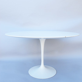 Eero Saarinen Tulipe dining table - Eero Saarinen
