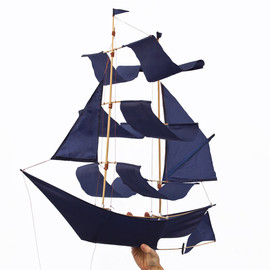 HAP TIC LAB - Sailing Ship Kite - indigo