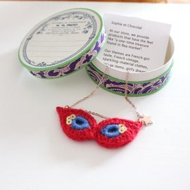 Sophie et Chocolat  - Necklace/party mask-Cherry red