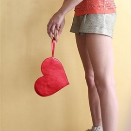 ban.do - metallic heart clutch