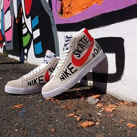 NIKE SB - GEOFF MCFETRIDGE × NIKE SB BLAZER PREMIUM SE SUMMIT WHITE/TEAM ORANGE