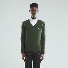 MAISON KITSUNÉ - V-NECK CLASSIC SWEATER LAMBSWOOL SOLID
