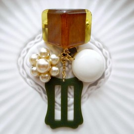 corchea - Vintage buttons brooch