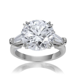 HARRY WINSTON - Classic Winston, Round Brilliant-Cut Ring