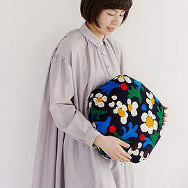 mina perhonen - marguerite pot pie cushion
