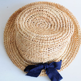 STRAW HAT WITH VEIL AND FLOWERS