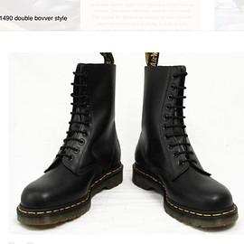 Dr.Martens - 1490 black smooth 10 eye boot